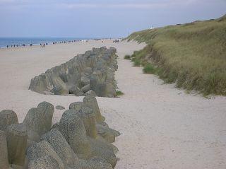 Strandverlauf mit und ohne Tetrapoden