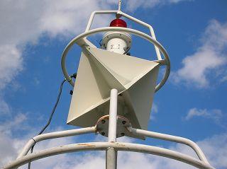 Oktaeder: Radar-Reflektor an Tonne