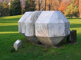 Polygonaler Körper von Leo Kornbrust