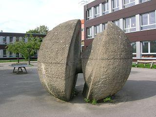 Betonskulptur, Holzkampschule, Witten