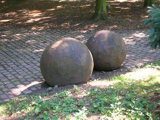 ...der Liebe. Von Ansgar NIERHOFF. Duisburg, Skulpturenpark