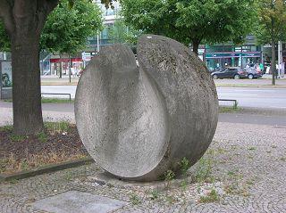 Grosse Kugelform von Karl HARTUNG